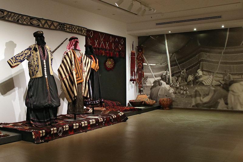 Vom Stadtzentrum zum Tiraz Museum