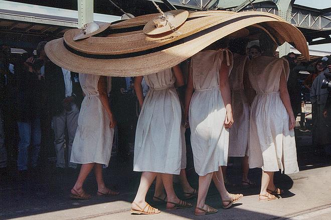 Inside out, upside down - Performance auf der documenta X