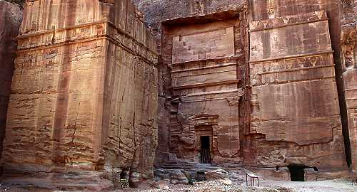 Tomb BD 825