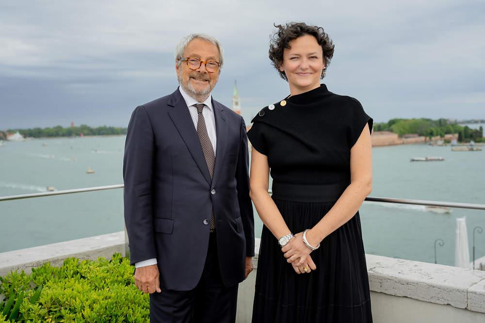 Roberto Cicutto, Cecilia Alemani / © Foto: Andrea Avezzù, Courtesy La Biennale di Venezia