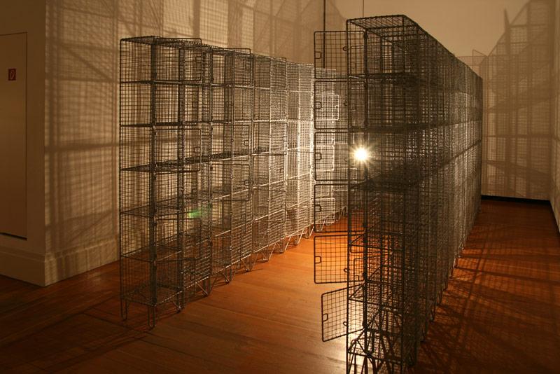 Mona Hatoum: Light Sentence. 1992. © Foto: Universes in Universe